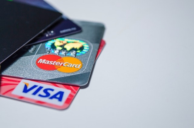 Pros and Cons of a Debit Card
